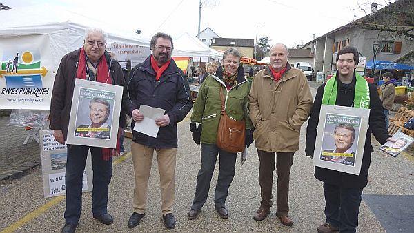 Béatrice Métraux au Marché de Noël le 4 décembre, entourée des Verts et des Socialistes